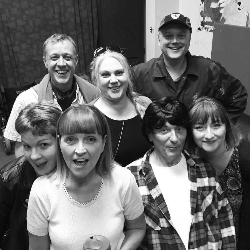 A Bunch of Amateurs cast.