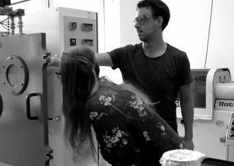 Martin Sterner helps Elhiin Wieselblad with the lab