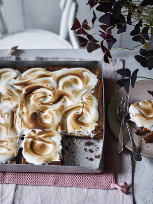 S'mores cookie traybake