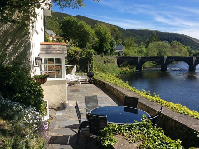 Riverside Terrace & Outside Eating