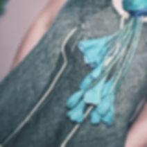 Бирюзовые войлочные бутоны из шерсти и шелка на концах шелкового шарфа