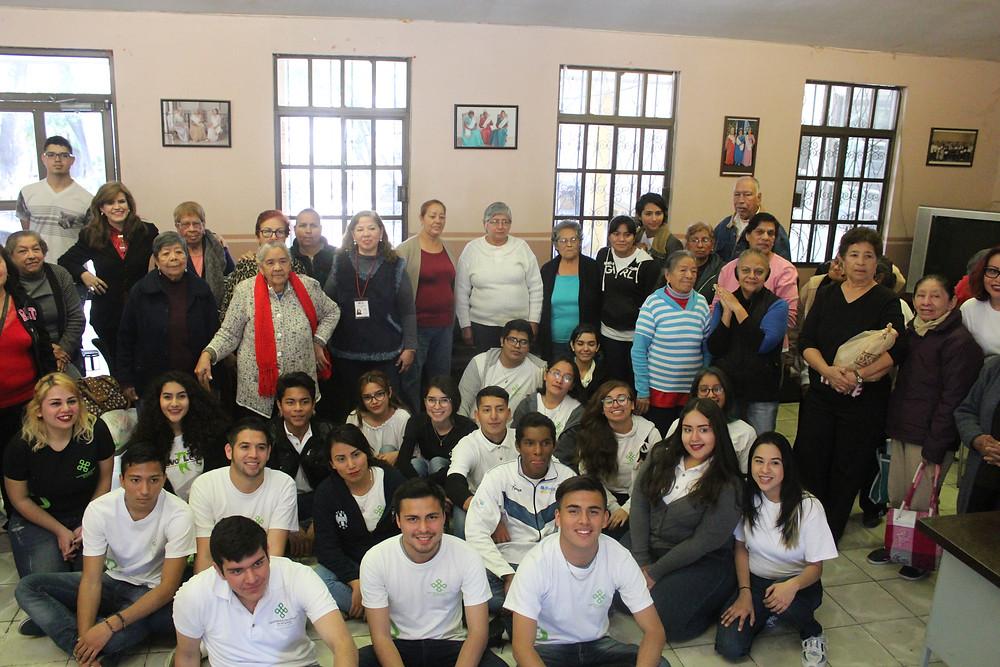Los alumnos pudieron convivir con los asistentes al evento.