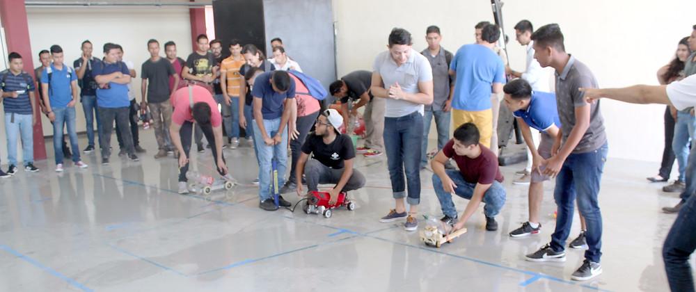 """Nuestros alumnos participando en la """"Carrera de Autos a Escala"""""""