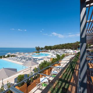 amarin-restaurant-pool.jpg