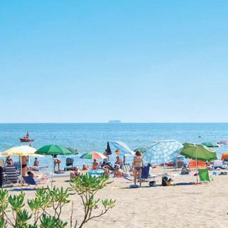 italy-camping-village-beach.jpg