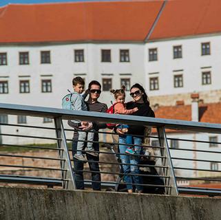 Family in the city_Ptuj_JR_Marec 2017_lo