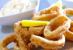 Crispy-Fried-Squid-Calamari-recipe-Kalamarakia-Tiganita-1