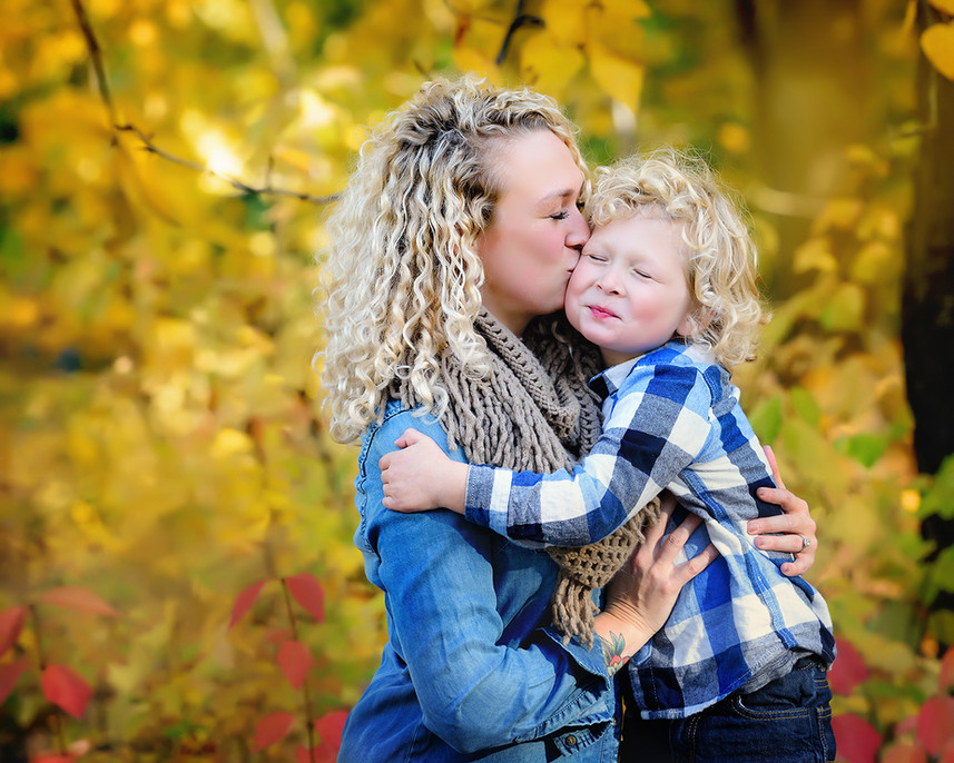 fall family portrait blonde boy.jpg