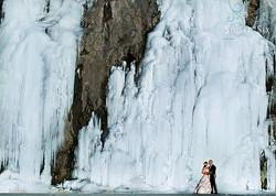 couple in front of ice feild by girdwood alaska