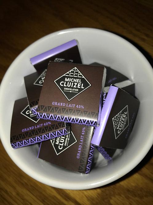 (Quantities 1 to 49) MILK CHOCOLATE SQUARES