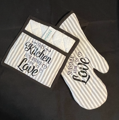 Seasoned with Love oven mitt/pot holder set