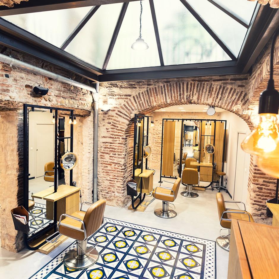 Salon de coiffure industriel / 105,00 m²