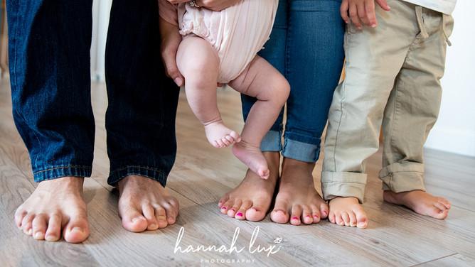 Hannah Lux Photography - Newborn Photos Family