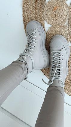 Boots-grau mit Schnürung