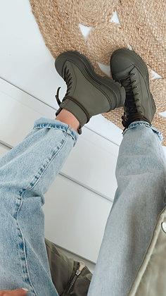 Boots - grün mit Schnüren