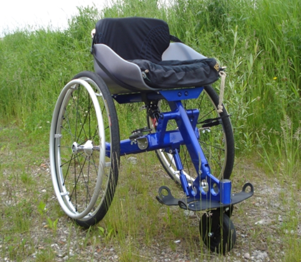 2KS Mouvly wheelchair which changes bucket and wheel angles