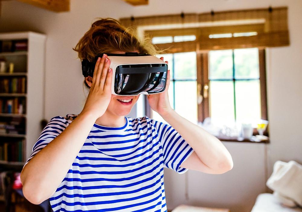 Der Einsatz der Virtual Reality-Brille steigert die Motivation der Patienten.