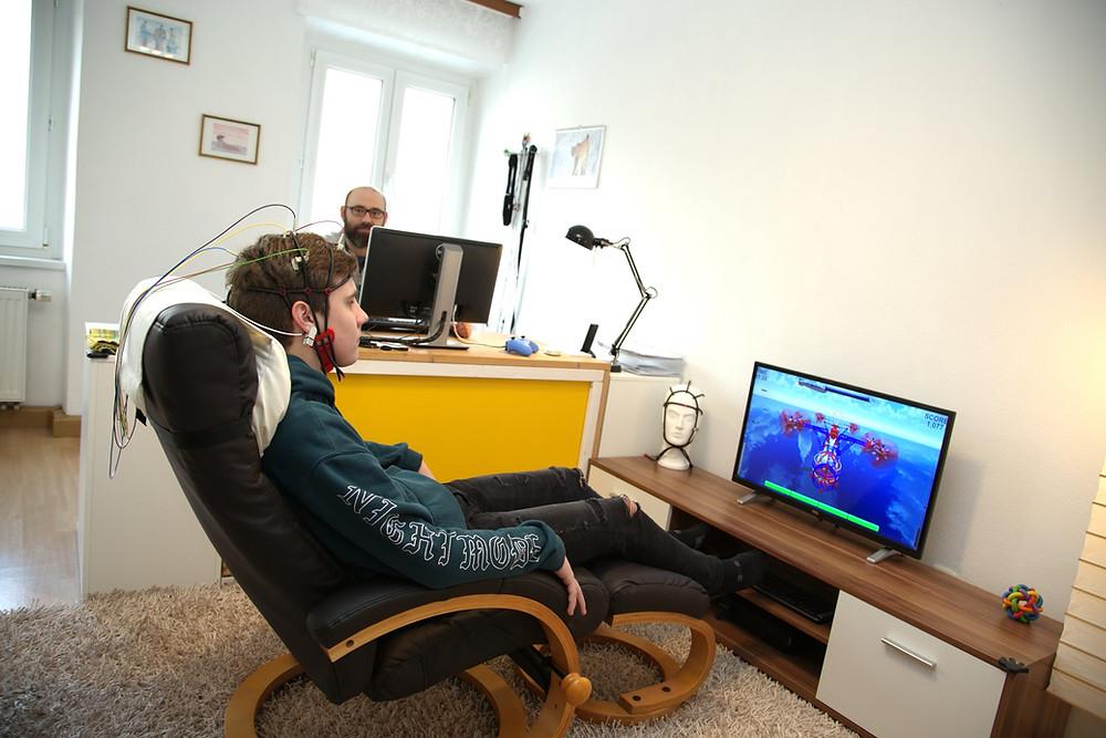 Kombination von Neurofeedback-Equipment und Virtual Reality in der verhaltenstherapeutischen Praxis