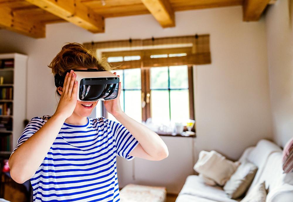 Virtual Reality-Brillen lassen sich in der Psychotherapie sehr gut einsetzen um Patienten zur Exposition zu motivieren.