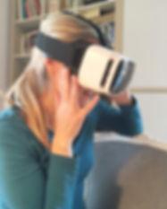 Martina mit VR-BRille.jpg