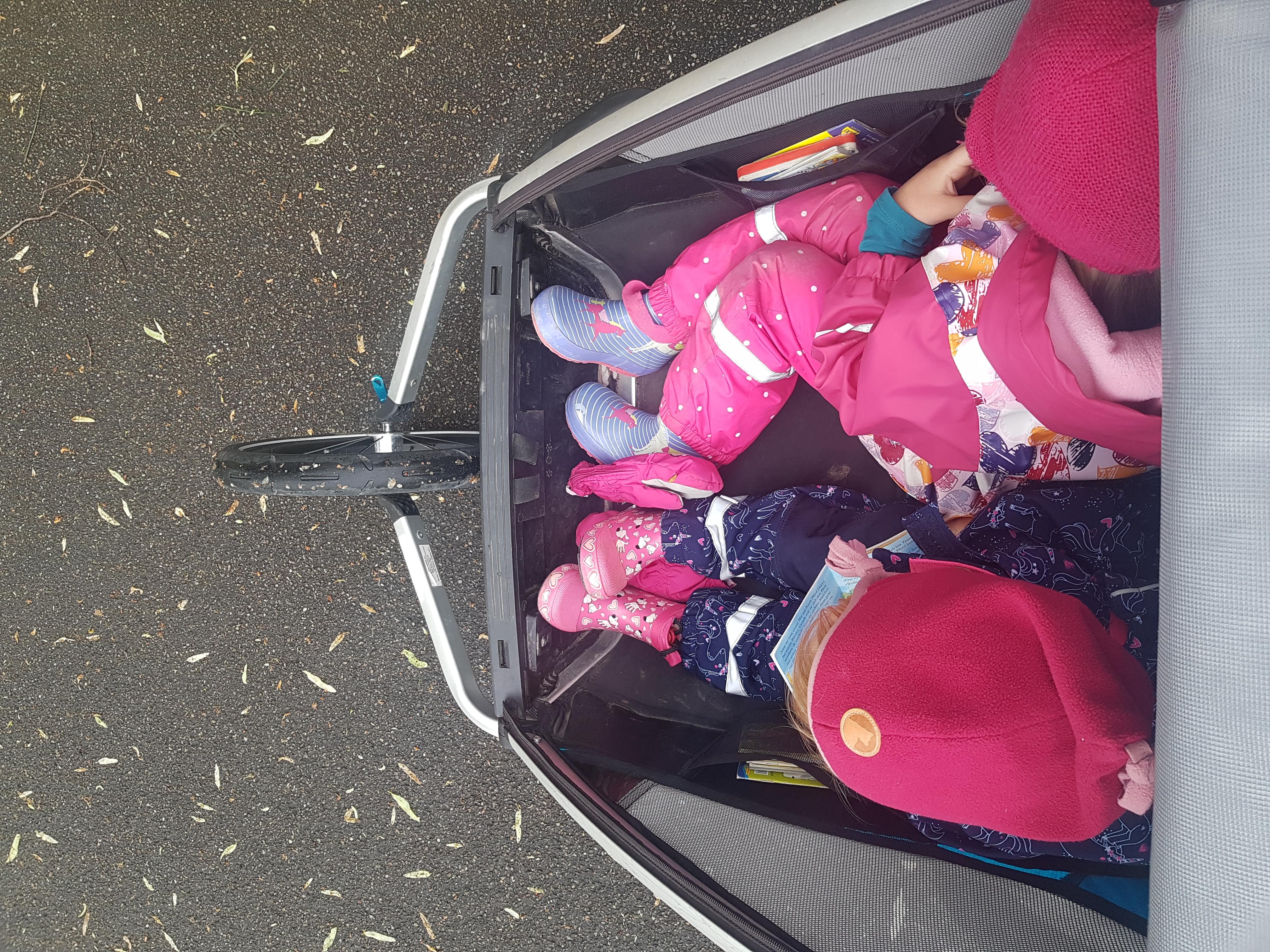 Morning Crew: im Babyjogger auf dem Weg zur Kita und ins Büro