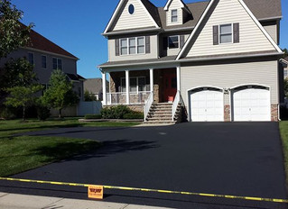 TOPGUN SEALCOATING ONLY USES   HIGH QUALITY COMMERCIAL GRADE  AND ENVIRONMENTALLY FRIENDLY SEALER.