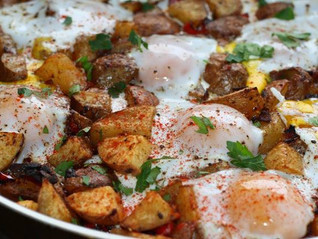 Potato, Caramelized Onion & Roasted Red Pepper Hash with Baked Eggs and Ultra Premium Olive Oil