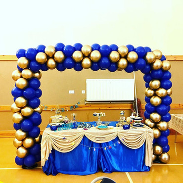 Four cluster balloon arch