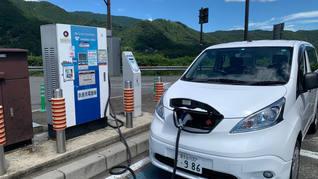 充電ステーションは、SAや道の駅、ショッピングモール日産販売店、などに設置されています。