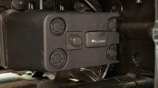 AC電源を入れると助手席後部の下にコンセントがあります。