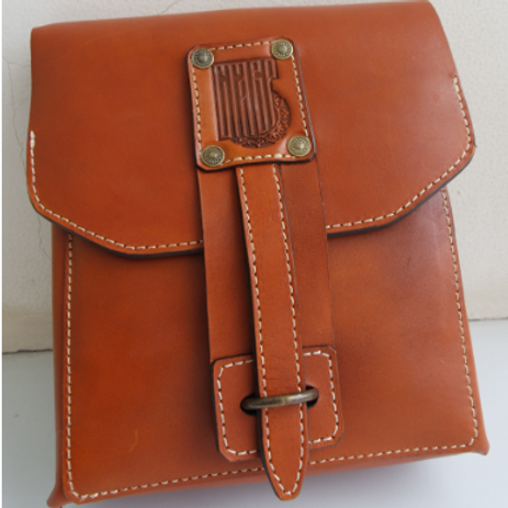 Поясная сумка с ремешком (светлая)