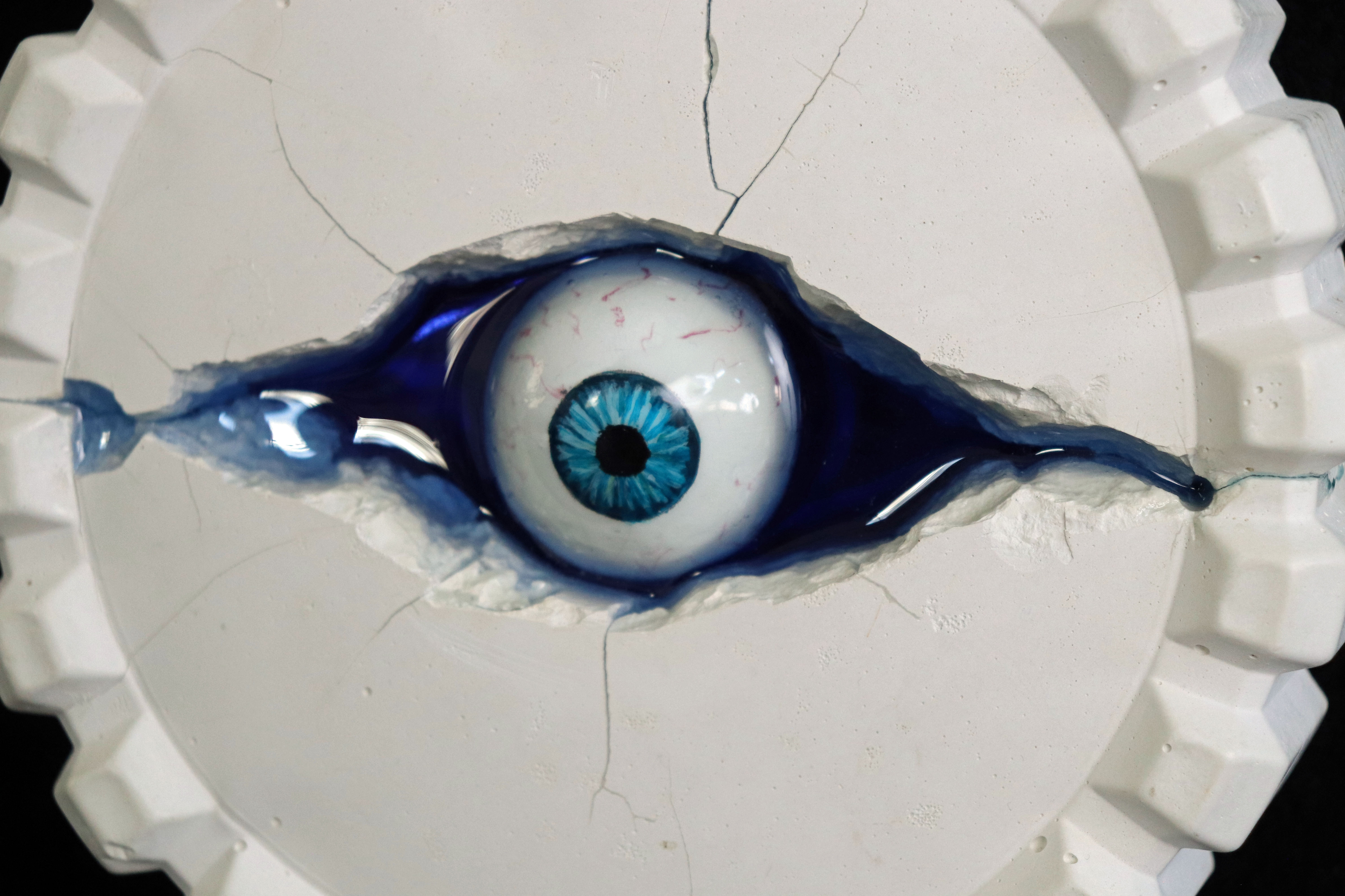 BLUE EYE, detail