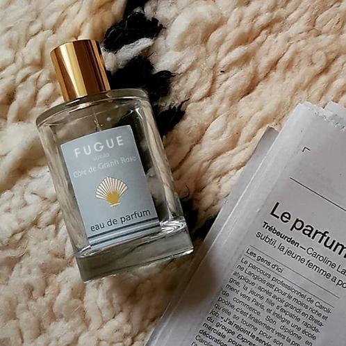 L'eau de parfum FUGUE sur la Côte de Granit Rose