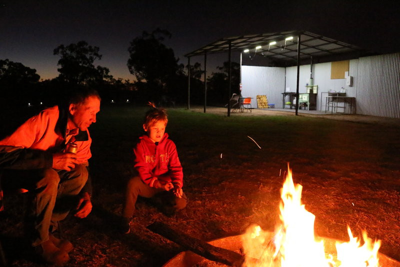 Gidgess bush camp. Life on the road campfires