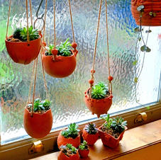 Hanging plant pots terracotta-