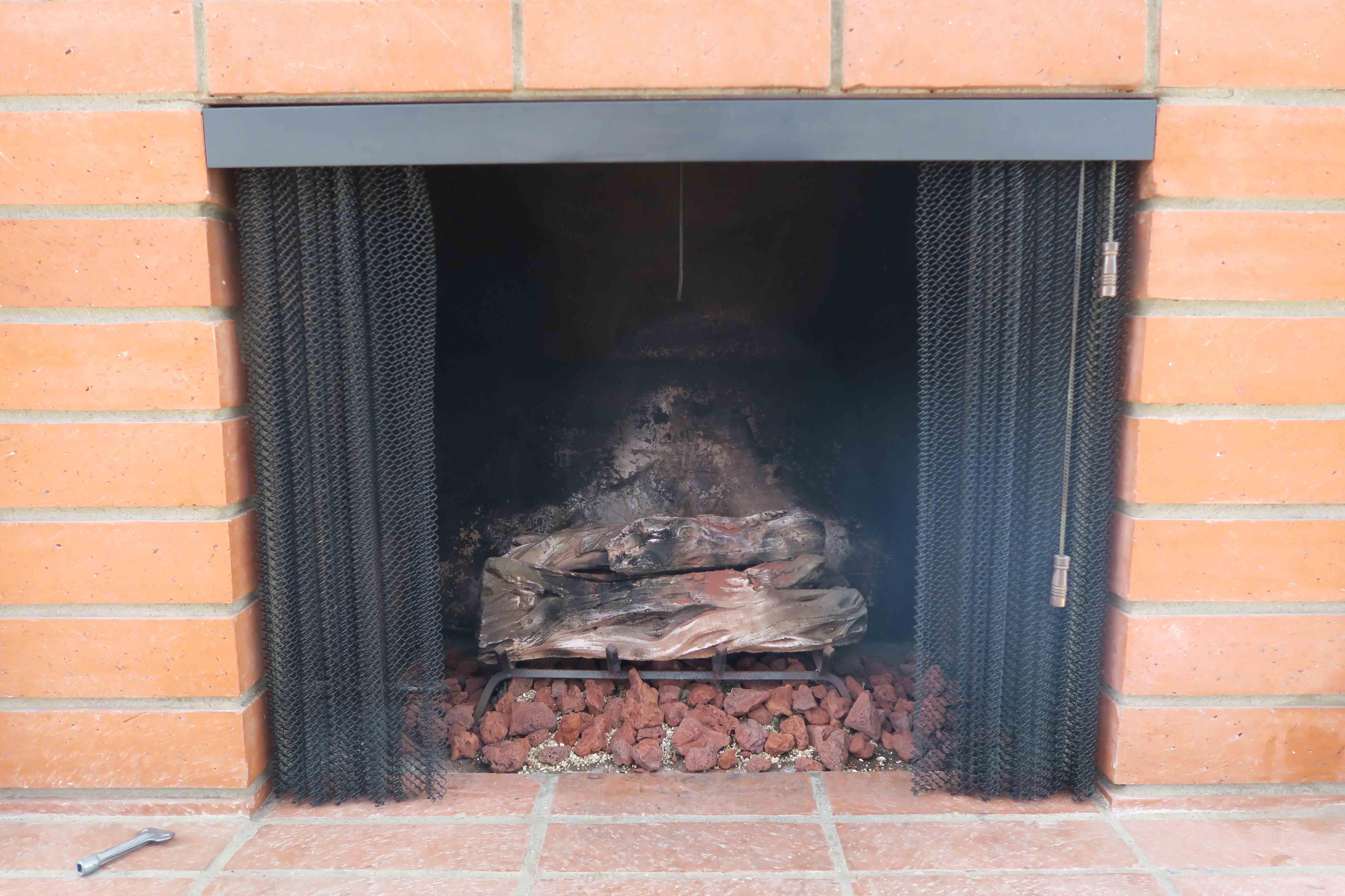 1841 Adelaide Ct, Oxnard CA 93035 Brick Fireplace