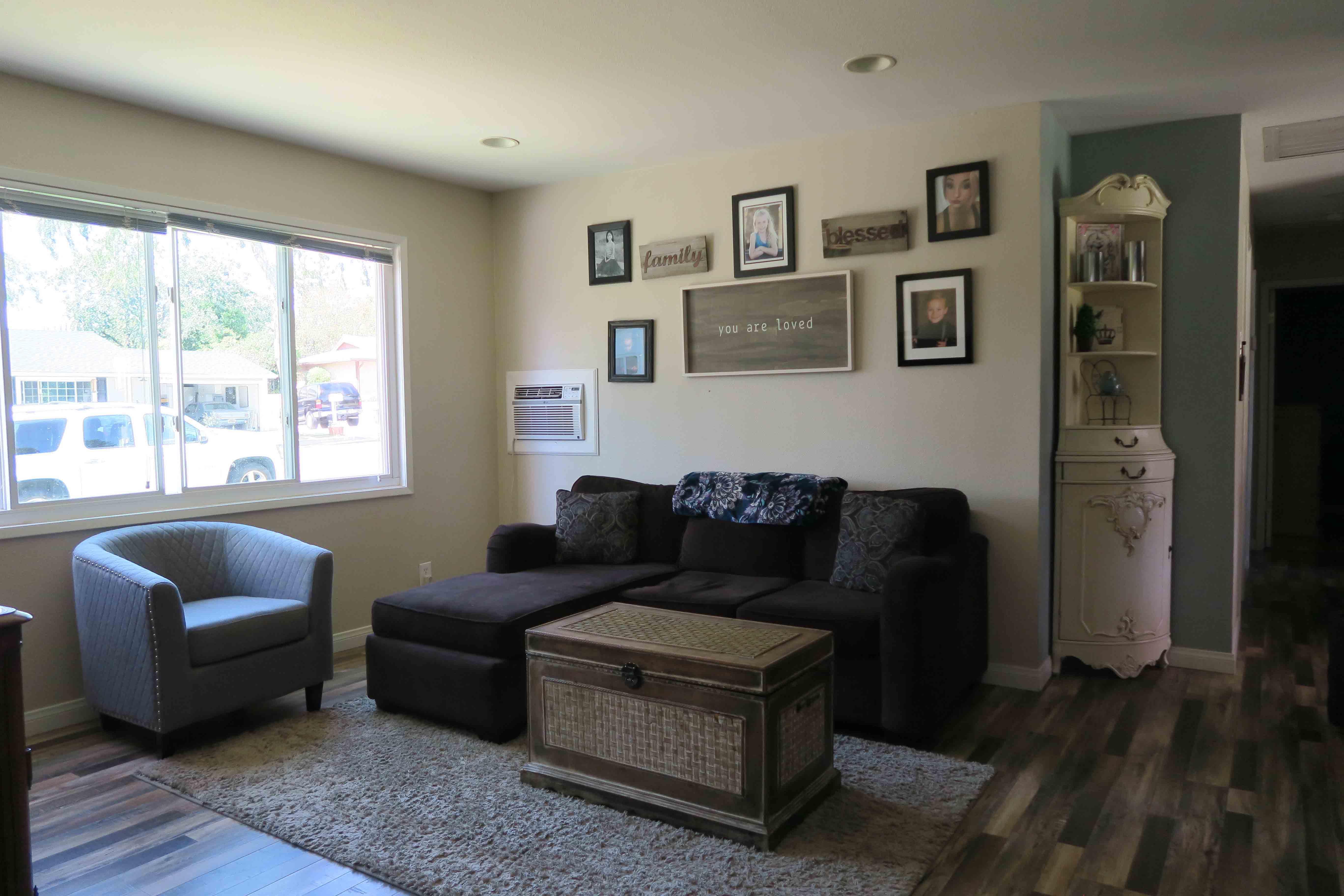 1350 Calle Crisantemo - Living Room