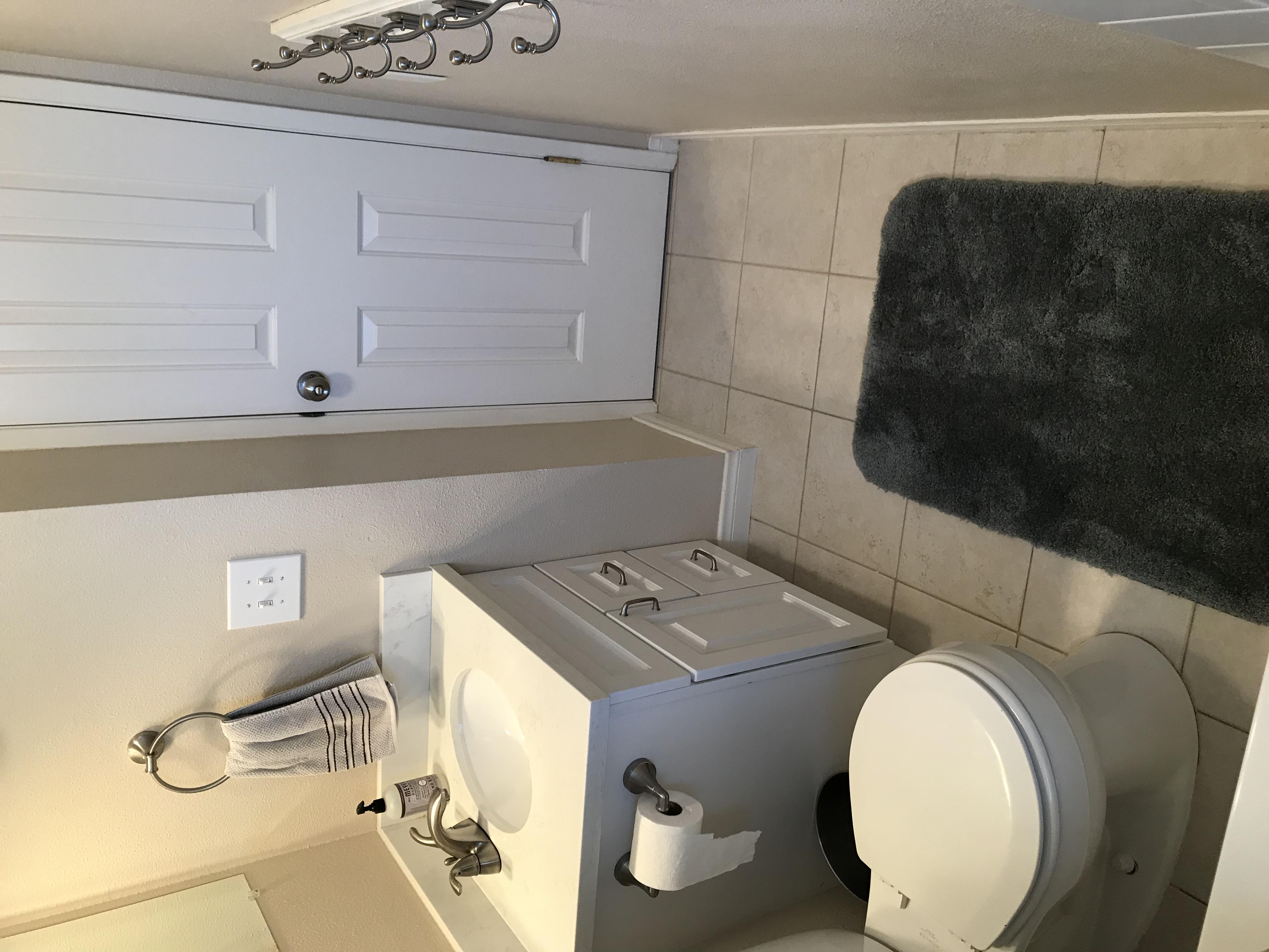 1350 Calle Crisantemo - Bathroom