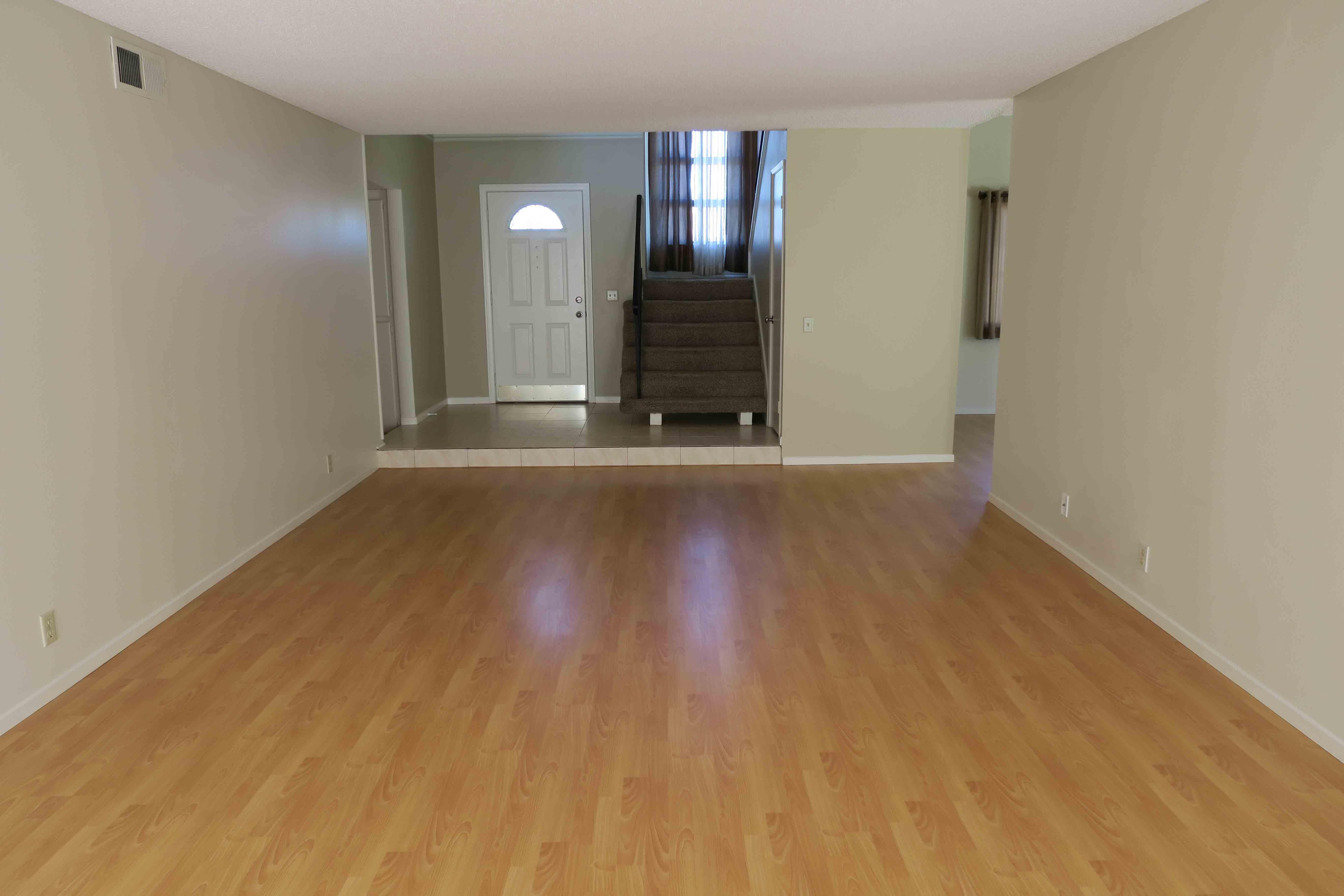 1841 Adelaide Ct, Oxnard CA 93035 Living Room View 2