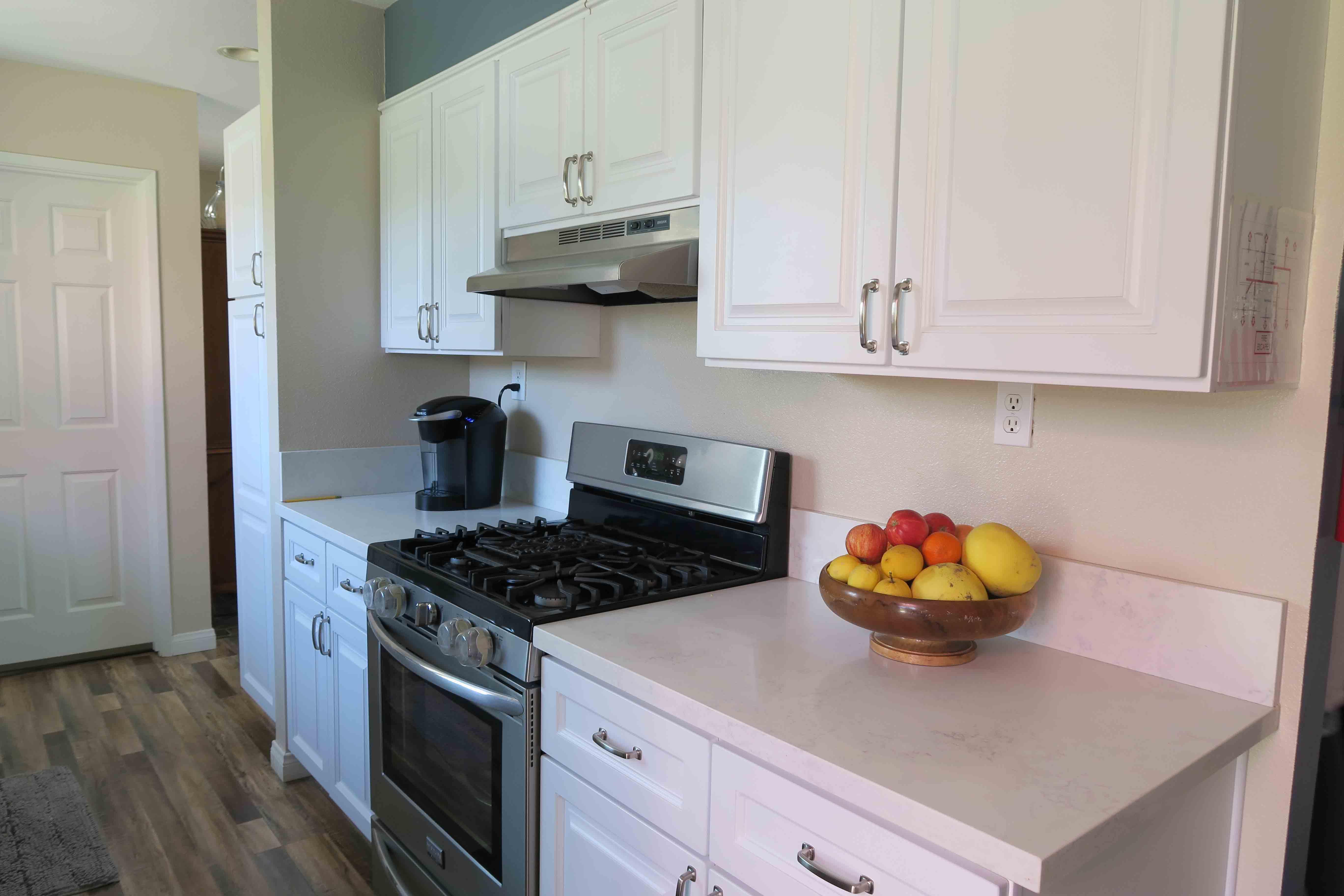 1350 Calle Crisantemo - Kitchen