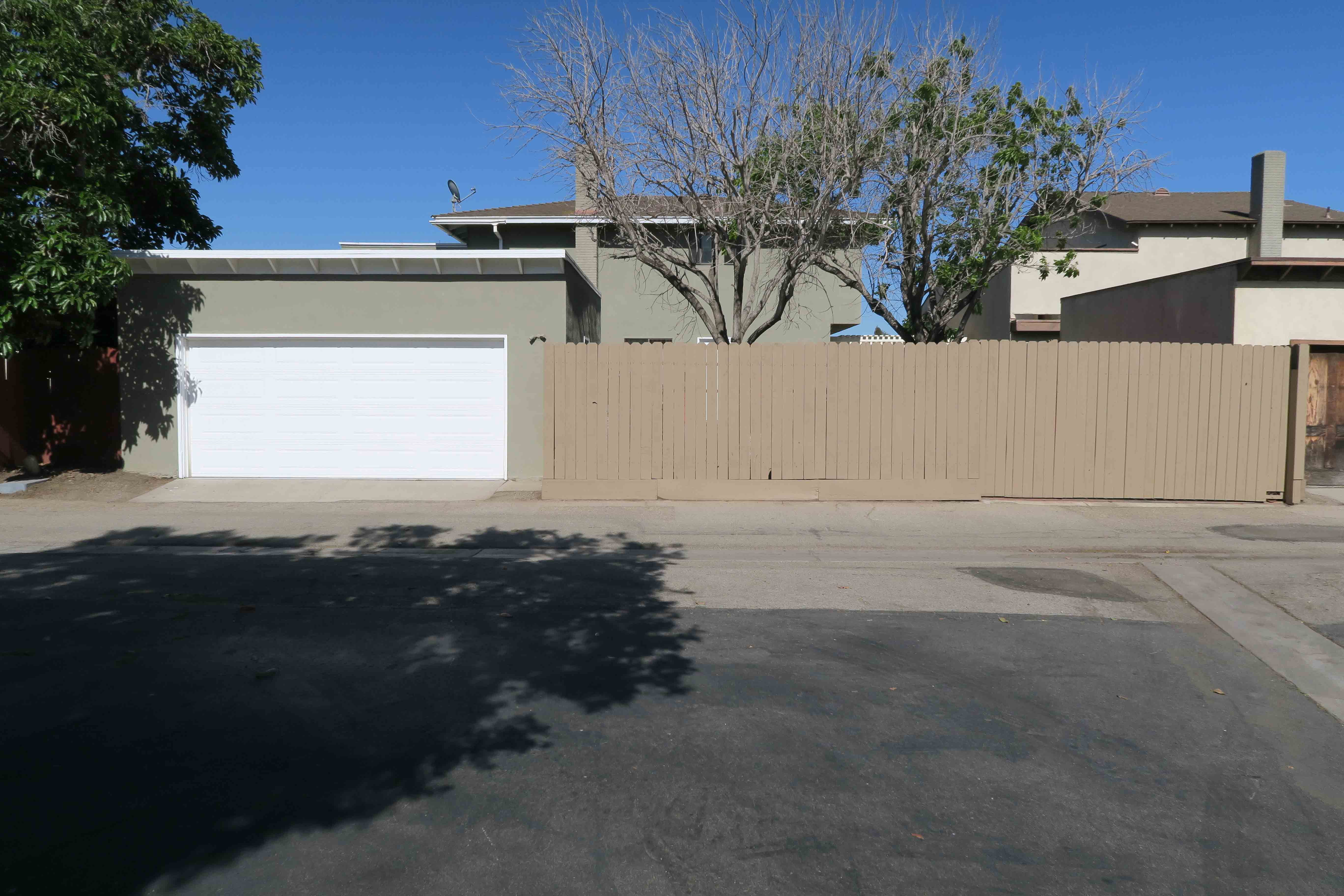 1841 Adelaide Ct, Oxnard CA 93035 Garage View
