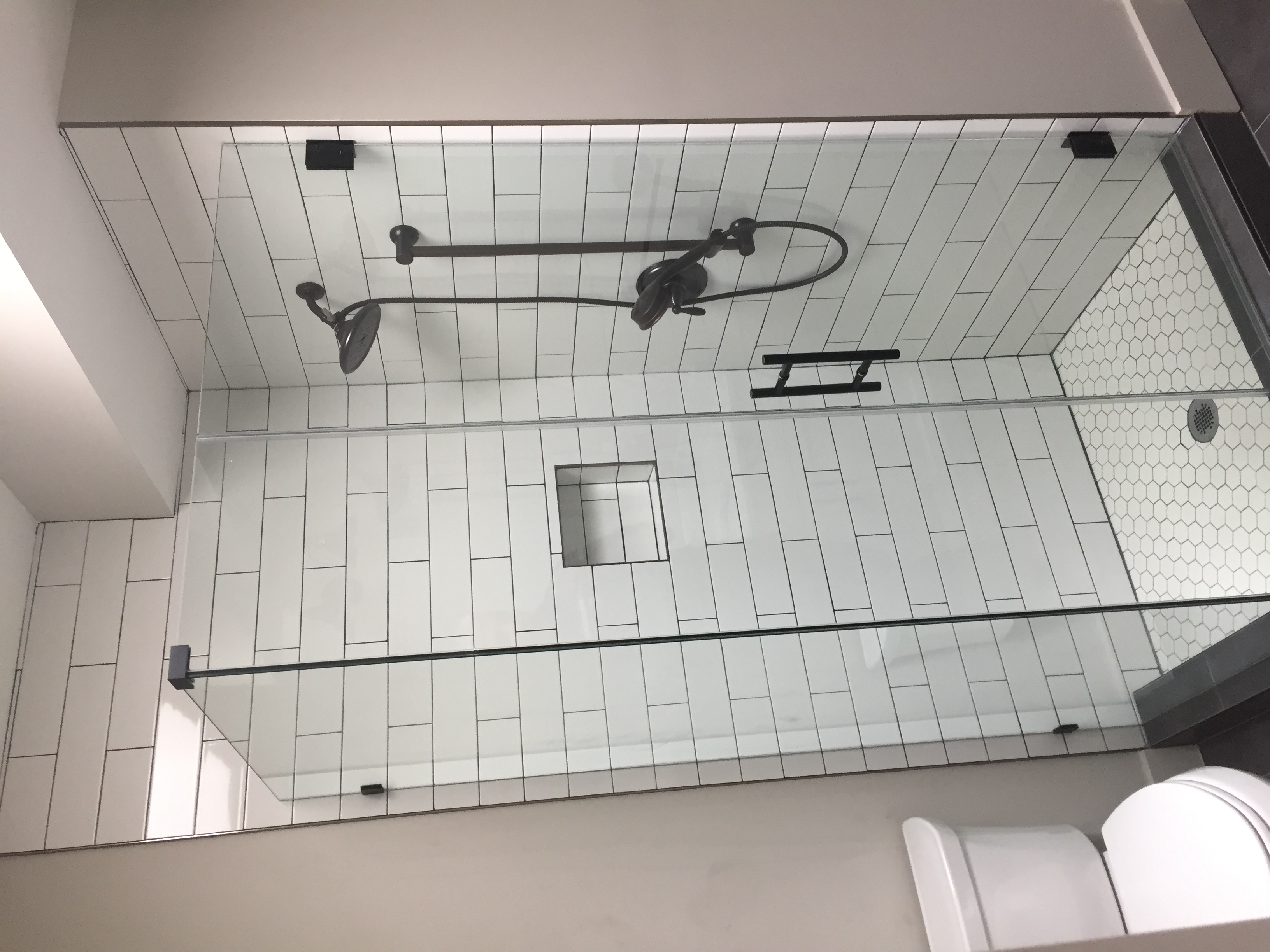 A Frameless 90 degrees shower enclosure in Dc MD VA dmv US