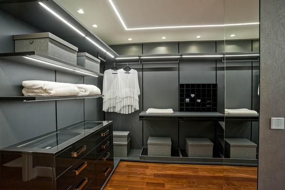 Closet apartamento decorado