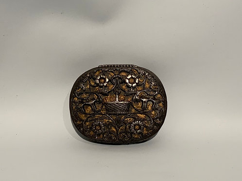 A French iron snuff box with copper from the XVII century in good condition