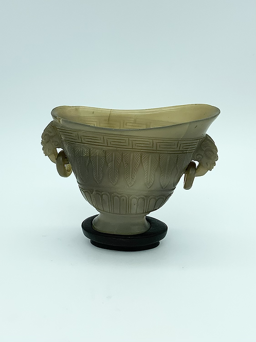 A Chinese libation cup in gray agate from the XIX century .