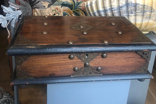 A nice wooden Dutch colonial box