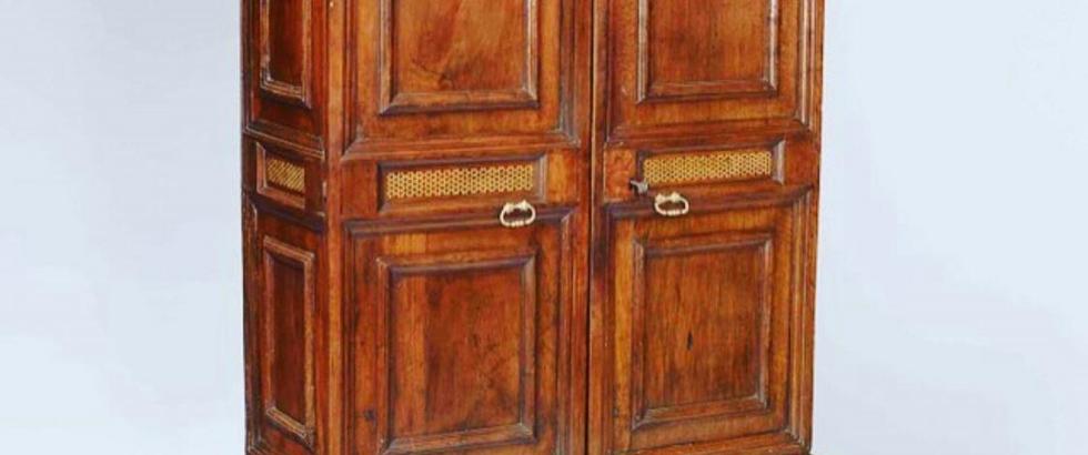 Catalan armoire