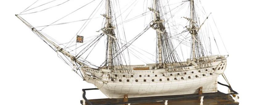 Maquette de navire de prisonniers de guerre rare en ivoire et os