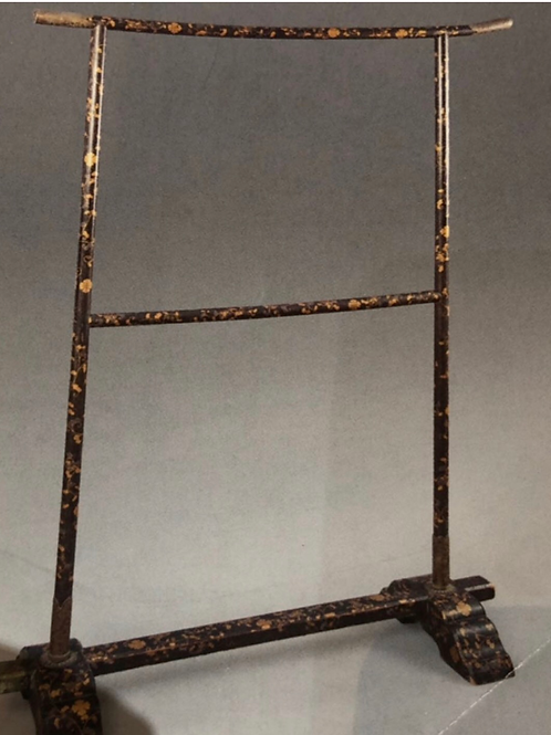 A good Japanese kimono stand in lacquered wood, edo period