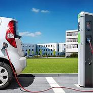 Visbek macht Elektromobilität - SCHULZ Systemtechnik GmbH  Die Zukunft der Mobilität ist elektrisch. Automobilbauer stellen sich um. Die Bundesregierung fördert den Kauf von Elektroautos sowie den Ausbau der Ladeinfrastruktur. Elektromobilität ist die Lösung für eine nachhaltige, klima- und umweltfreundliche Fortbewegung. Sie ist zugleich ressourcenschonend und effizient. Elektro-mobil unterwegs ist man nicht nur mit batterieelektrischen Antrieben. Eine weitere Möglichkeit ist das Fahren mit Wasserstoff. Dieser wird in einer im Fahrzeug eingebauten Brennstoffzelle direkt in elektrische Energie umgewandelt. Für beide Antriebsformen realisiert SCHULZ Systemtechnik sichere und zuverlässige Lademöglichkeiten. Kunden erhalten individuell auf sie zugeschnittene Ladestationen, schlüsselfertig mit allem was dazu gehört. Von der Antragstellung beim Energieversorger, Lieferung und Installation der kompletten Anlage einschließlich Abrechnungssystem bis zu Wartung und Service.